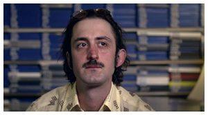 Homme moustachu
